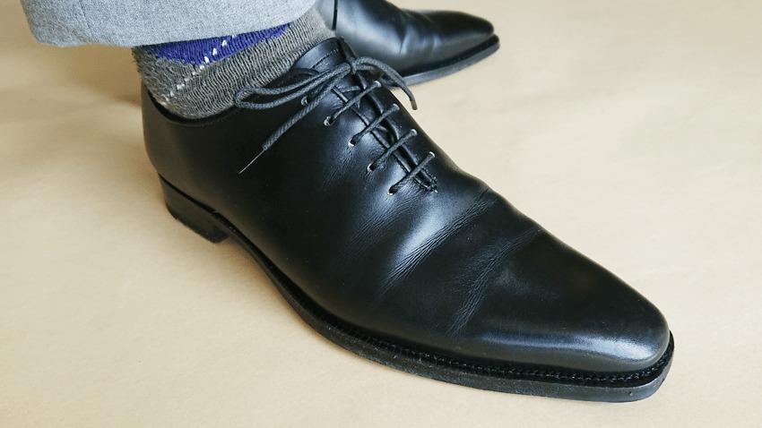 大塚製靴(OTSUKA)のホールカットの履いているの図