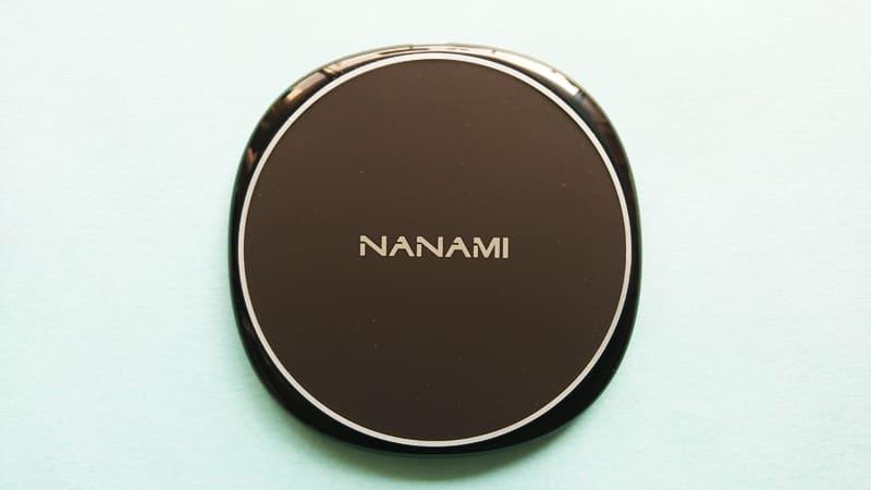 NANAMIワイヤレス急速充電器の本体表面