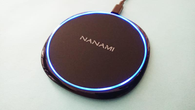 NANAMIワイヤレス急速充電器の本体イルミ