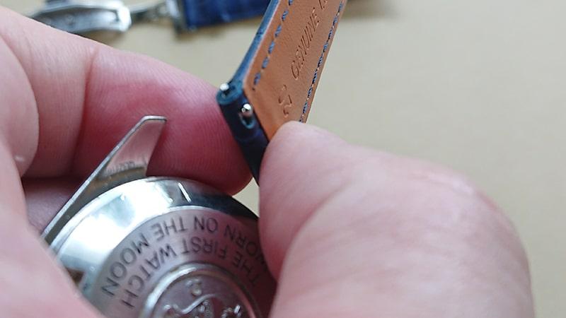 オメガスピードマスター2回目の革ベルト交換12
