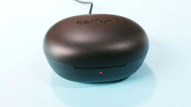 earfun-Air-pro2の充電ケースの充電中ランプ